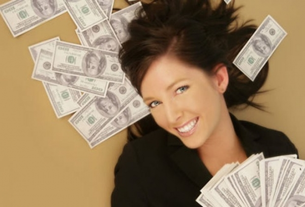 Woman-Happy-with-Money-600x409