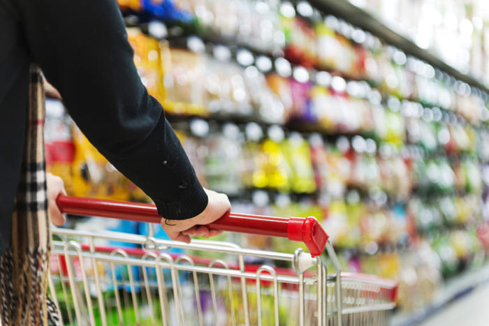 retail_shopping_cart_commerce-100722772-large